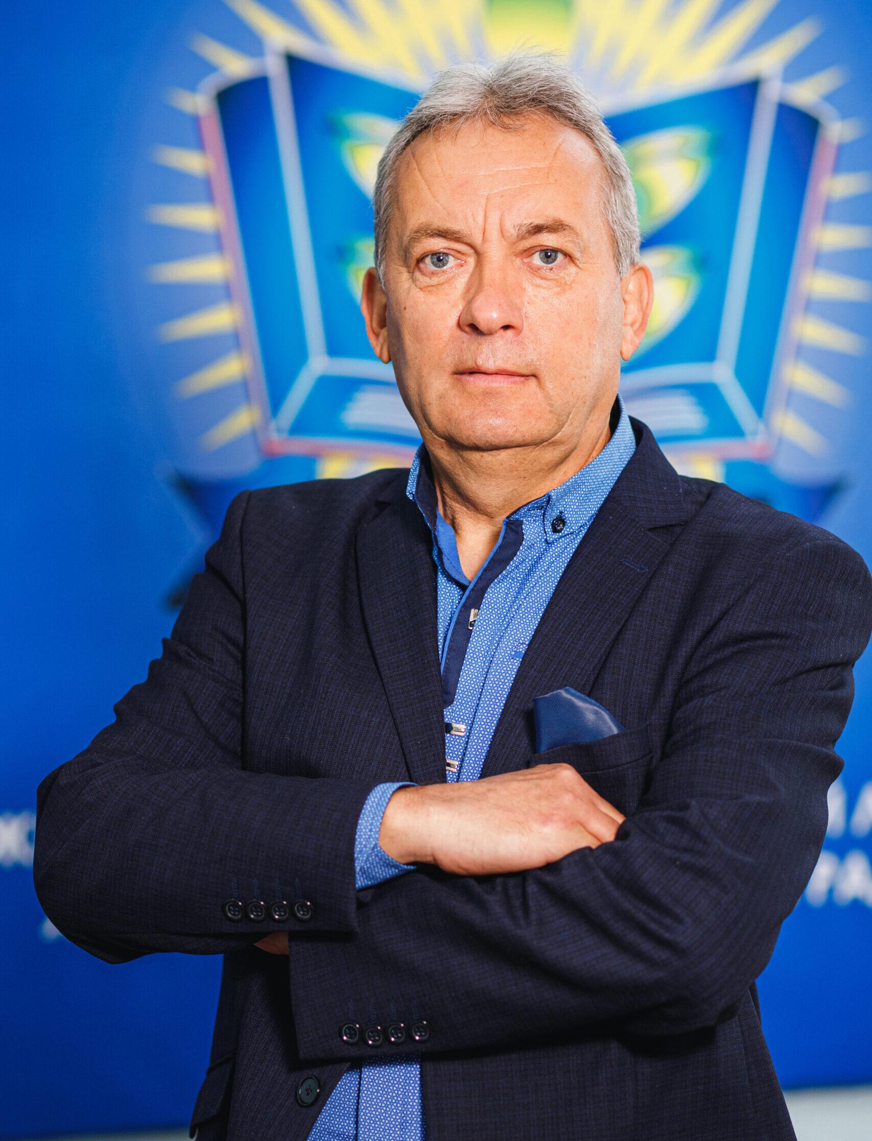 Кривой Анатолій Іванович, завідуючий господарством
